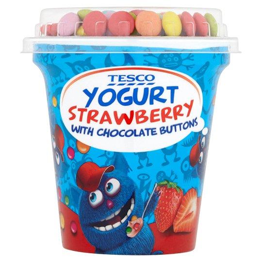 Tesco Jogurt truskawkowy z drażetkami czekoladowymi